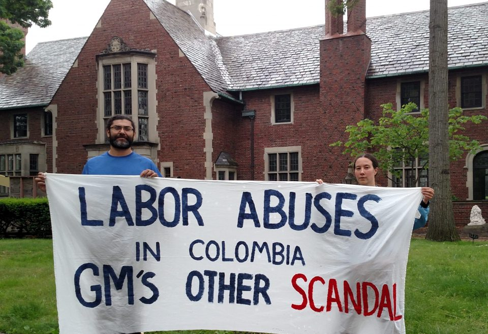Activists ride over 1000 miles on bicycle to bring Colombia struggle to GM Board of Directors homes